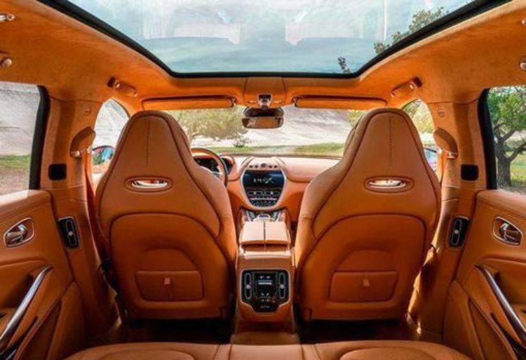 Il primo SUV dell'Aston Martin (Interni)