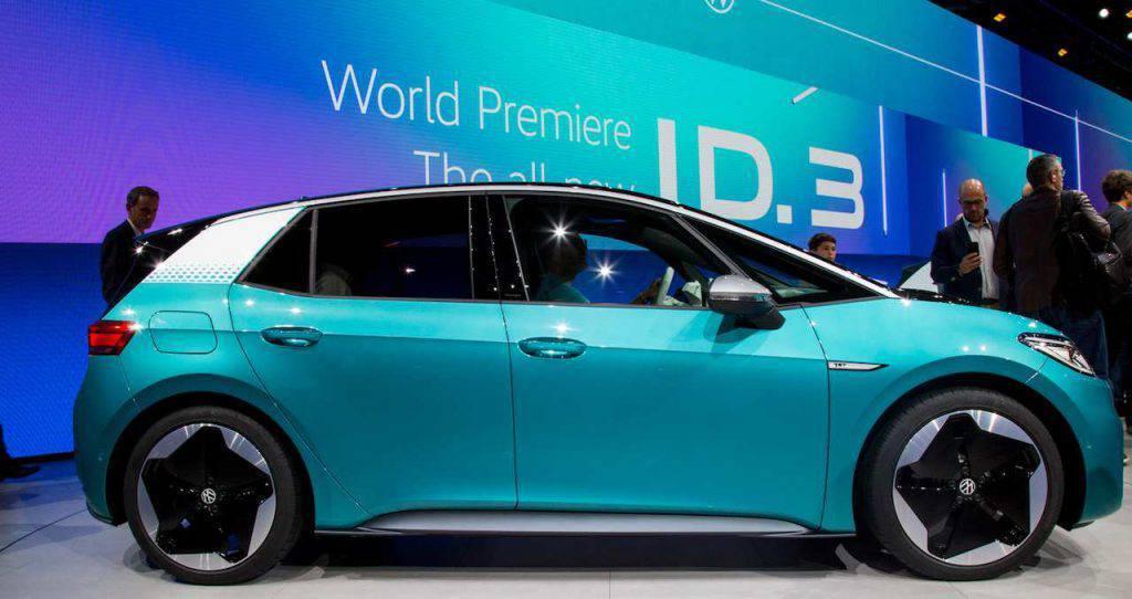 """Volkswagen ID3, la prima macchina che """"parla"""" con le luci"""