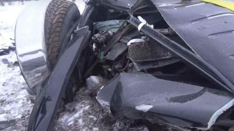 Blogger russo distrugge Mercedes