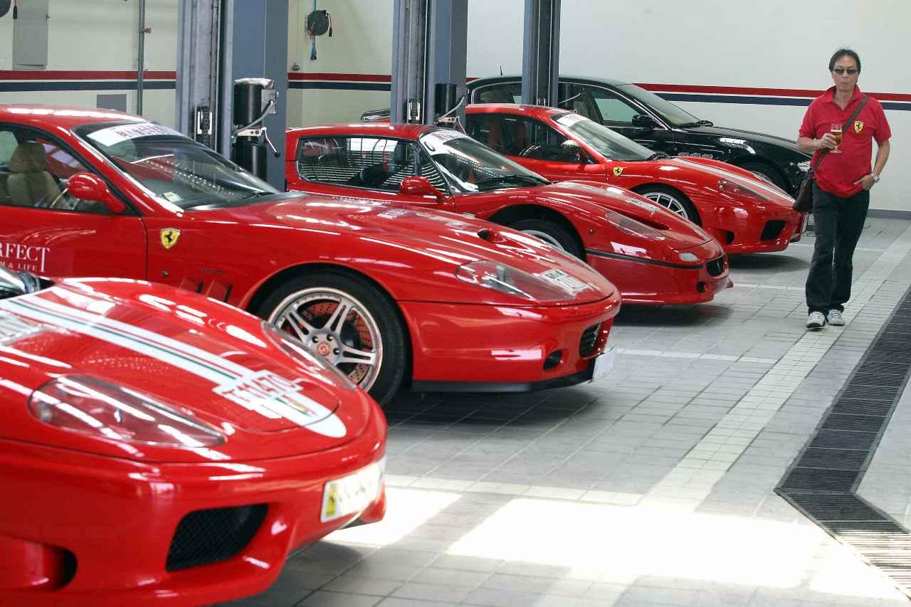 Vuole comprare Ferrari gli ridono in faccia