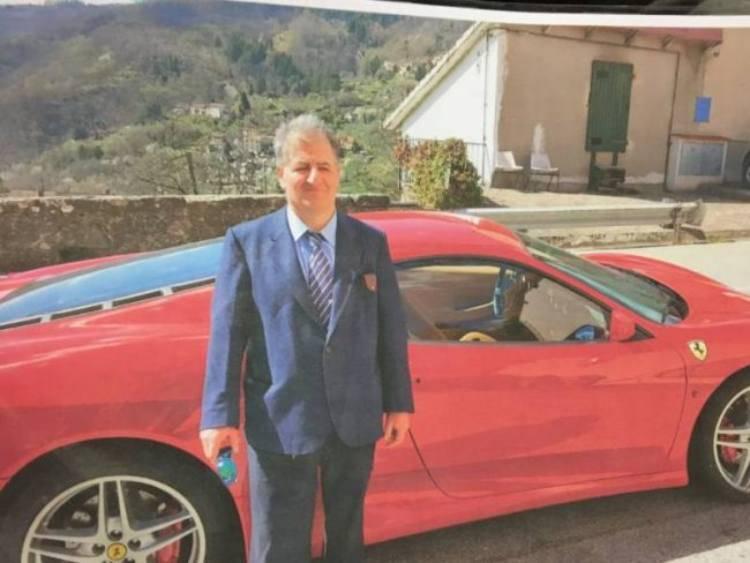 Ferrari comprata senza patente