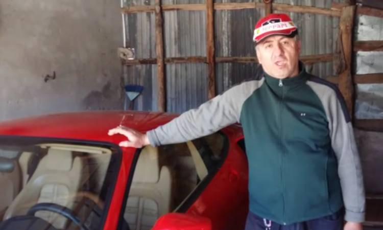 Vuole comprare una Ferrari ma gli ridono in faccia