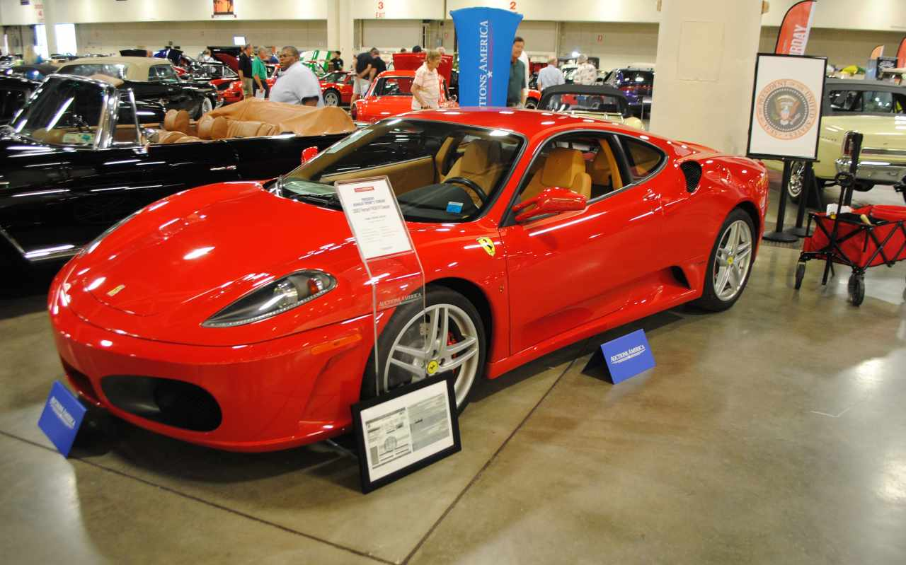 Senza patente compra Ferrari