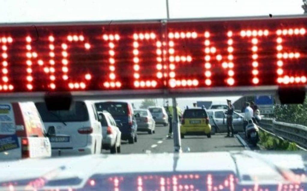 Napoli, tragico incidente sul raccordo della tangenziale: motociclista perde la vita