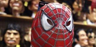 Coronavirus, Spiderman: l'avvocato che diventa supereroe per proteggersi