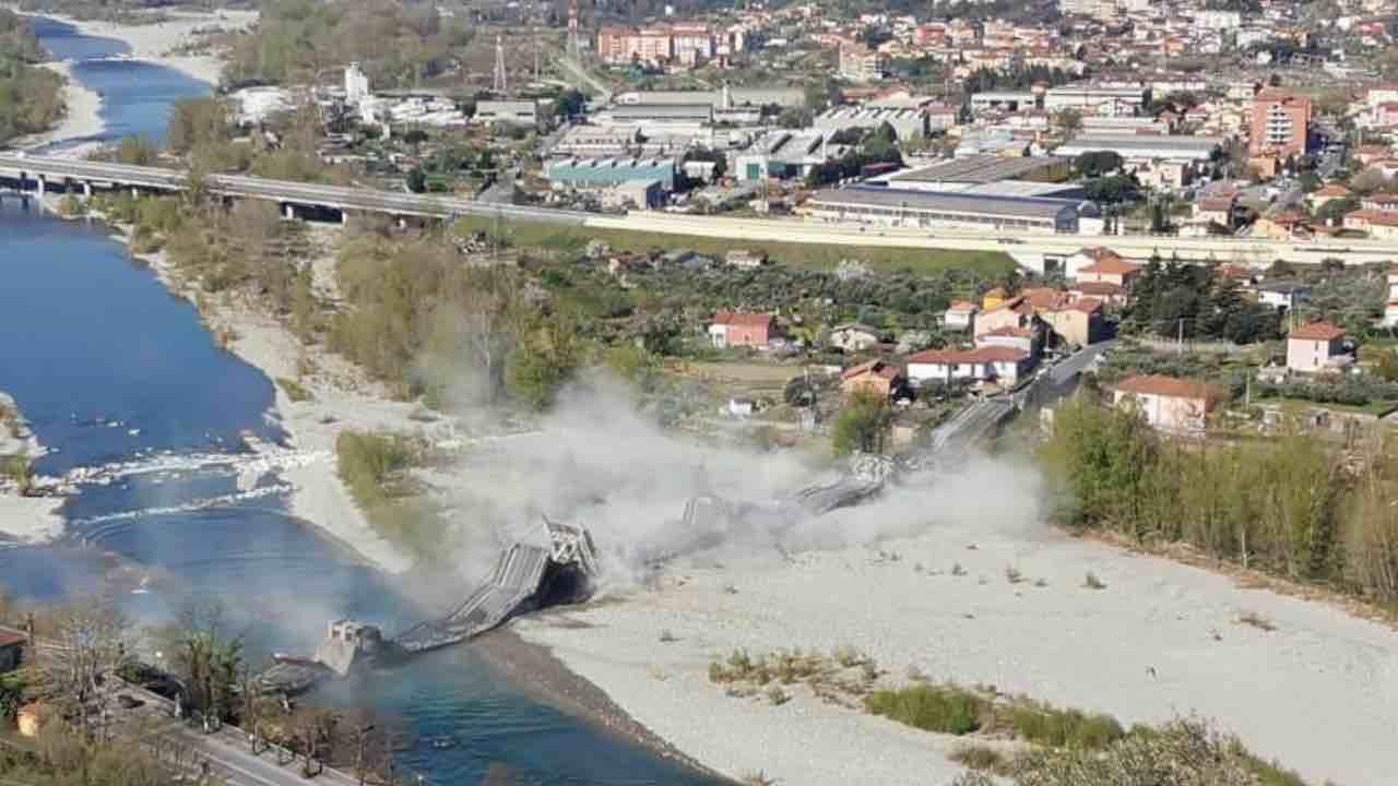 Crollo ponte tra Aulla e Ceparana, un ferito