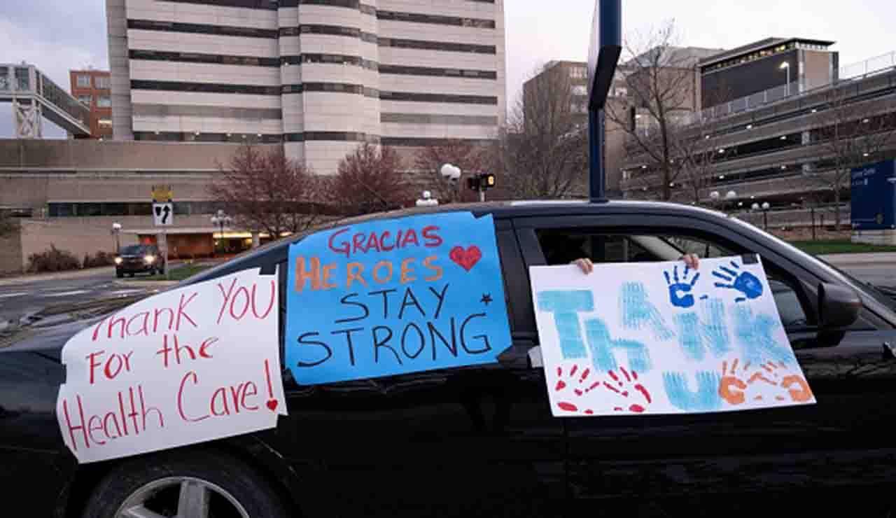 L'auto come mezzo di protesta: in Michigan maxi corteo anti-blocco da coronavirus