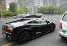 Lamborghini sfreccia per ritirare il test