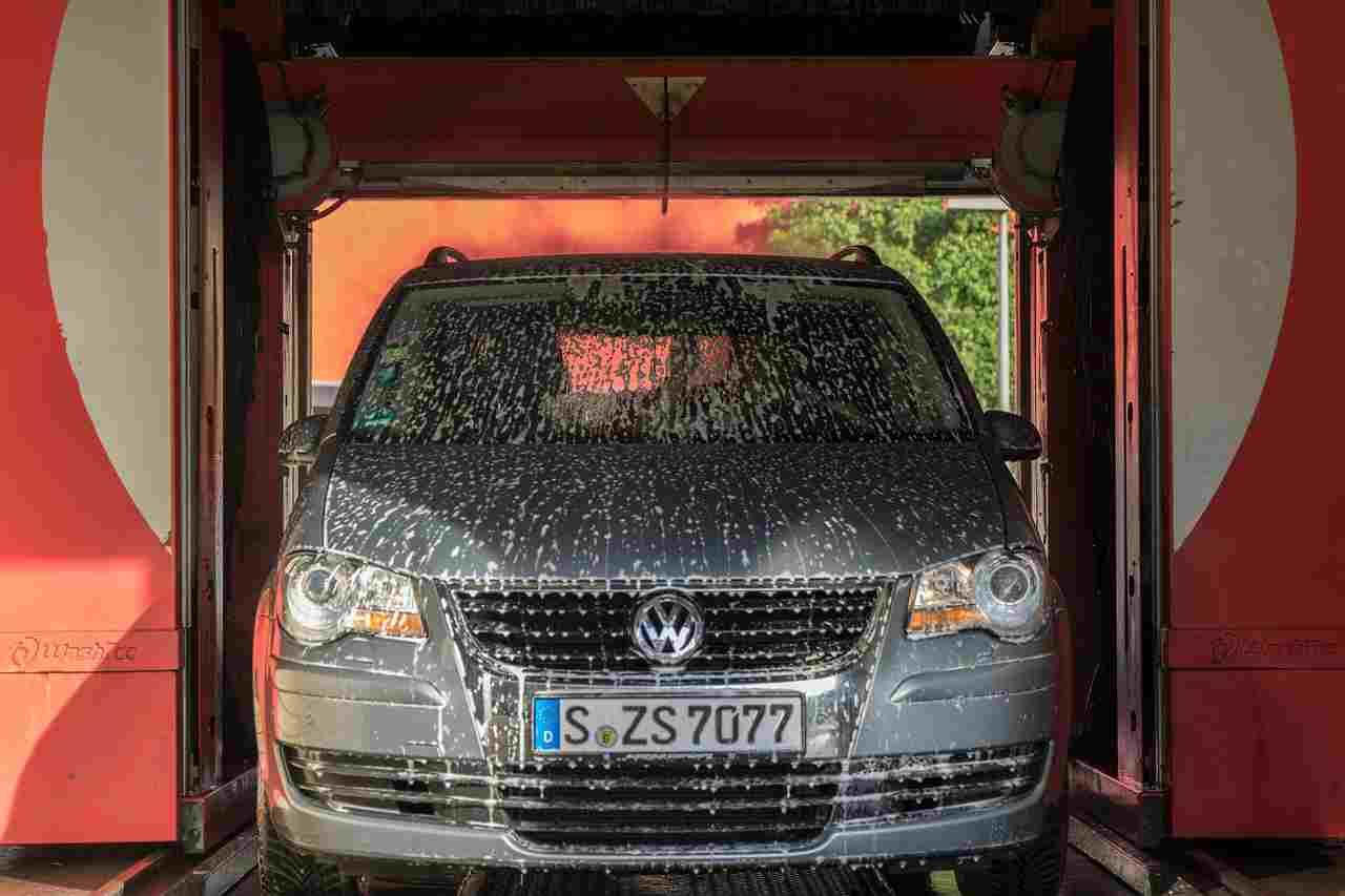 Autolavaggi, si può pulire l'auto senza multe: la risposta del prefetto