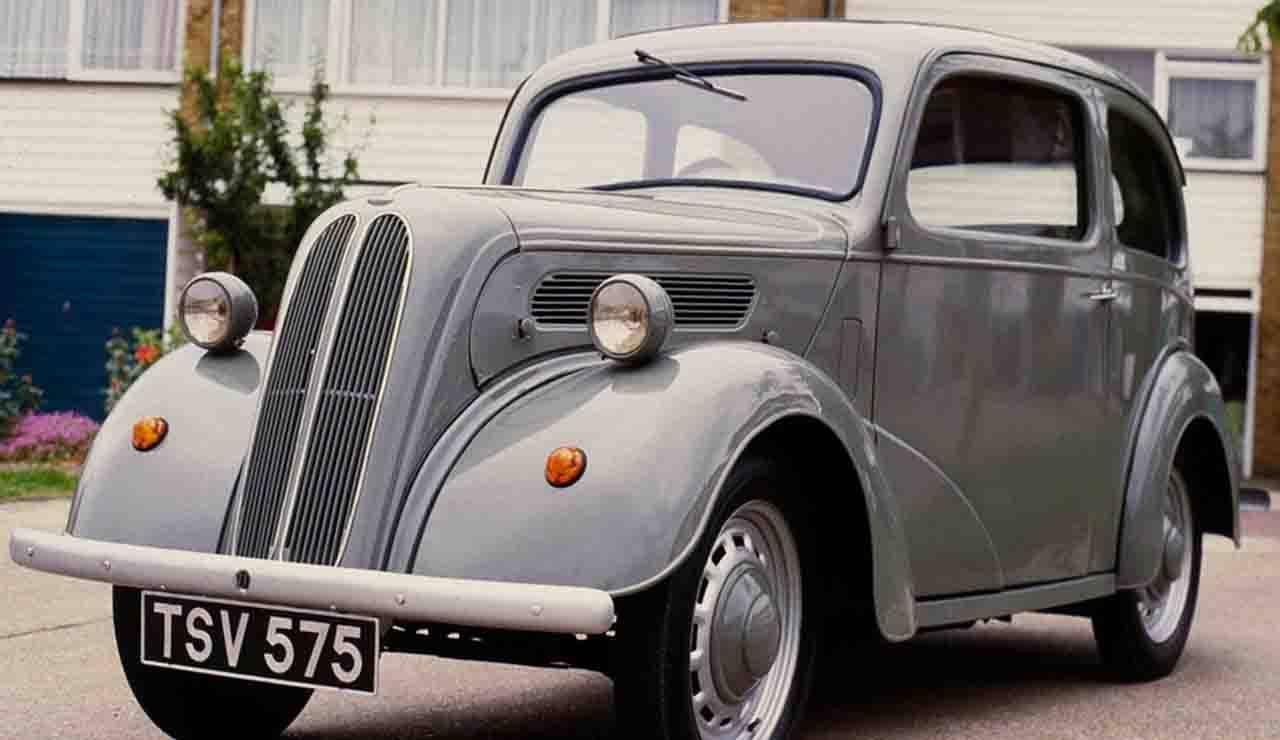 Ford Popular da museo sepolta in giardino: la scoperta in Inghilterra
