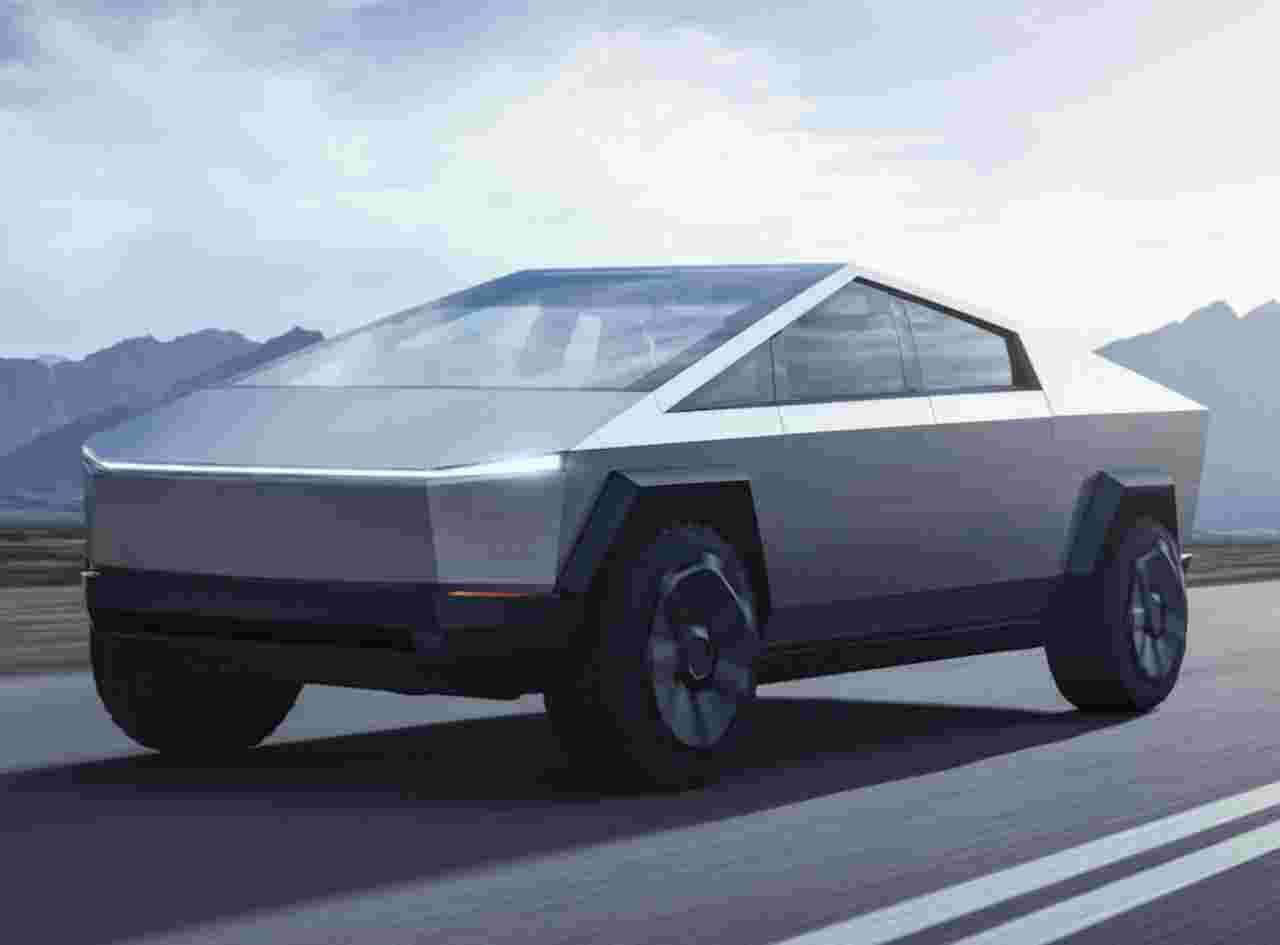 Tesla Cybertruck, Musk rivela: sarà un pickup con l'anima da fuoristrada