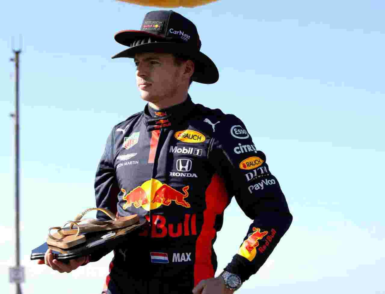 Una simpatica immagine di Max Verstappen in Australia (foto Getty)