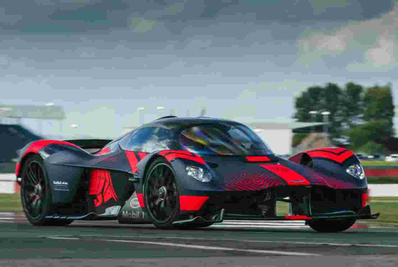 Aston Martin Valkyrie, il progettista svela come disegnarla - VIDEO