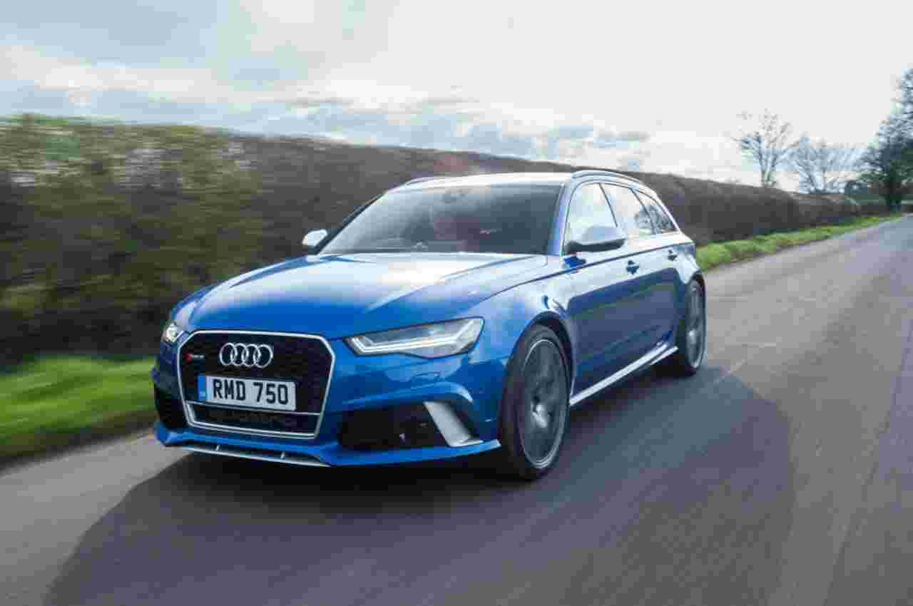 Sfreccia a 300 all'ora in strada su un'Audi RS6: ricercato - VIDEO