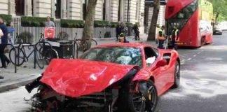Ferrari distrutta