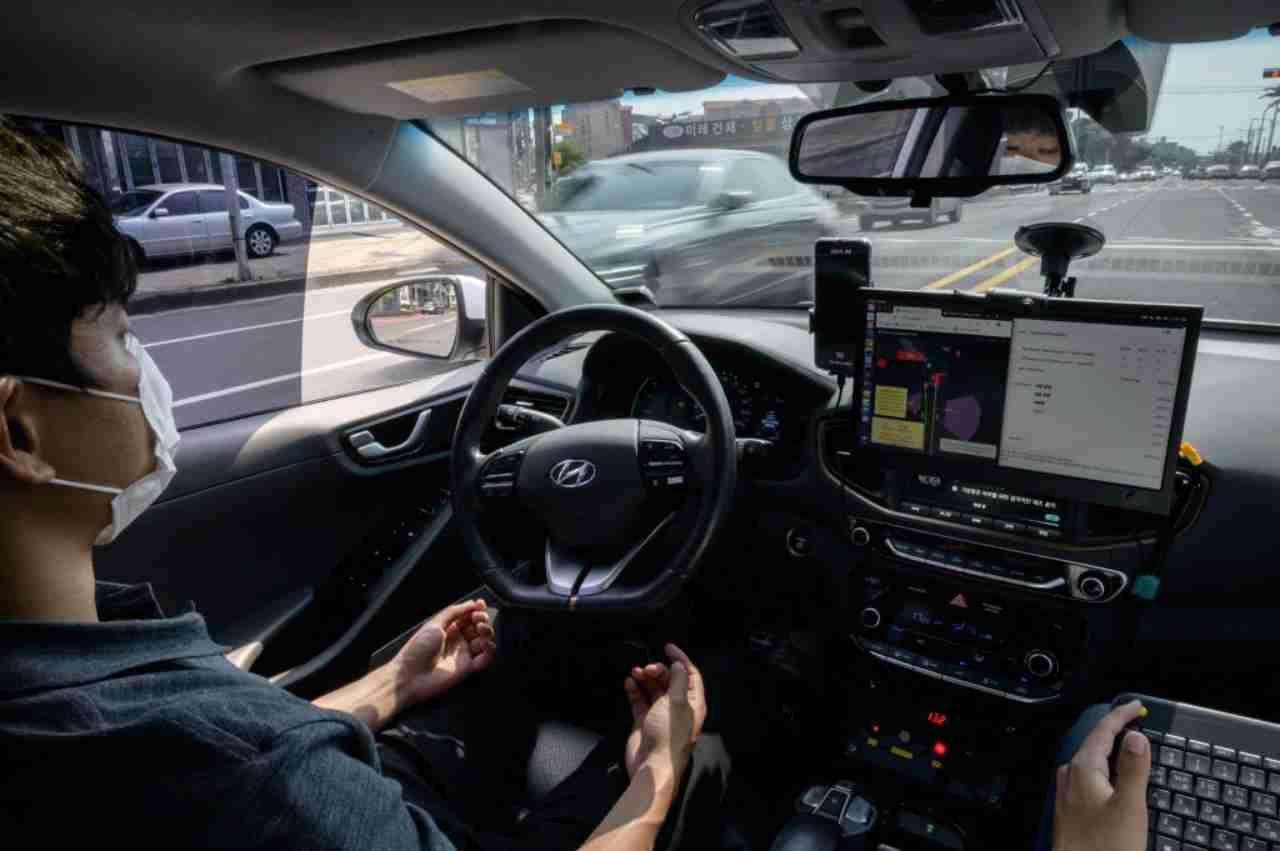 Auto a guida autonoma, quanti incidenti si possono evitare: lo studio