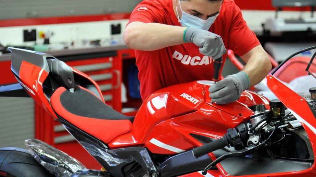 """Ducati Superleggera V4, al via la produzione: due """"experience"""" per i  possessori"""