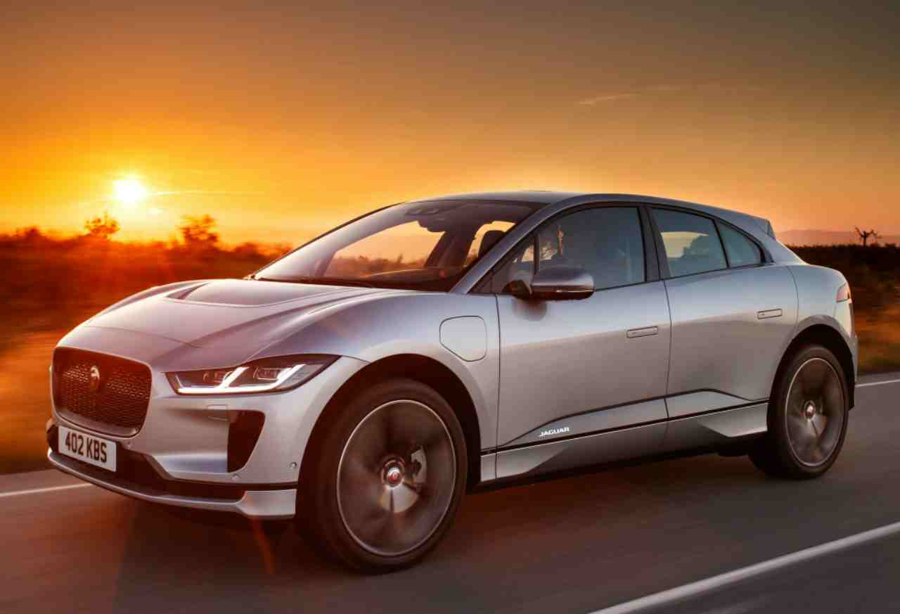 Auto Elettriche, Jaguar sperimenta ricarica wireless: il progetto con I-Pace