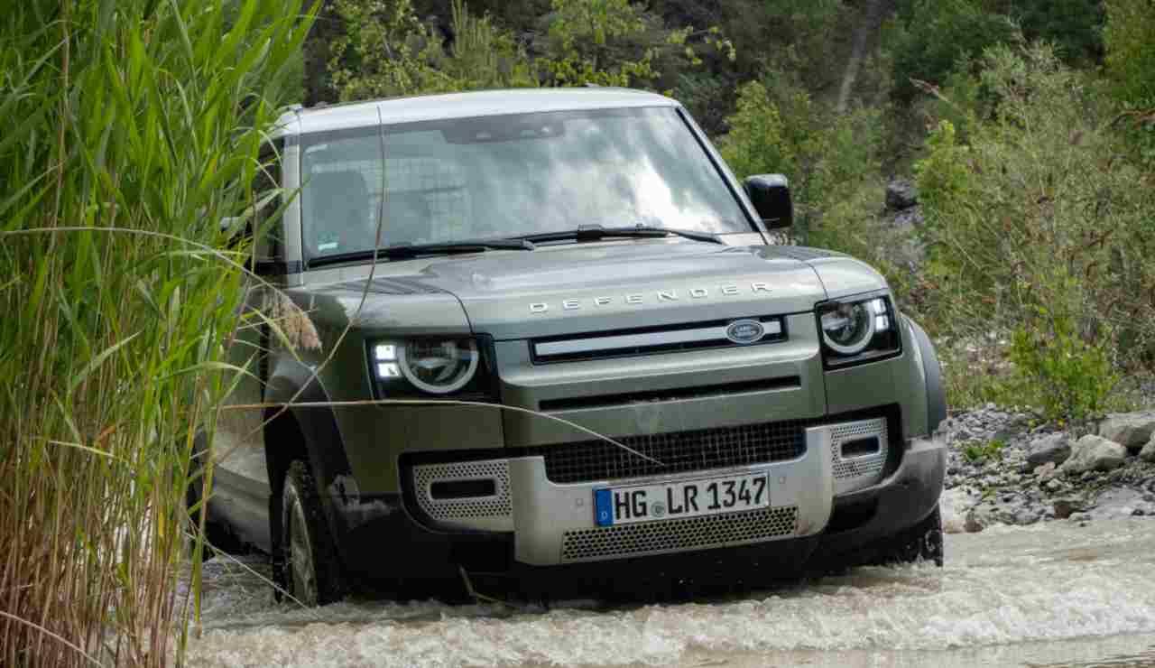 Jaguar Land Rover presenta il Touchscreen a prova di Batteri