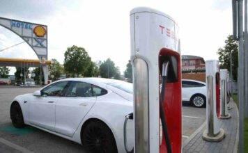 Tesla, il progetto di Musk: come potrebbero cambiare batterie e software