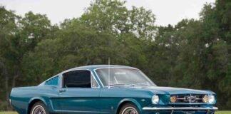 Ford Mustang GT, la sorpresa dell'attore Jason Momoa alla moglie - Video