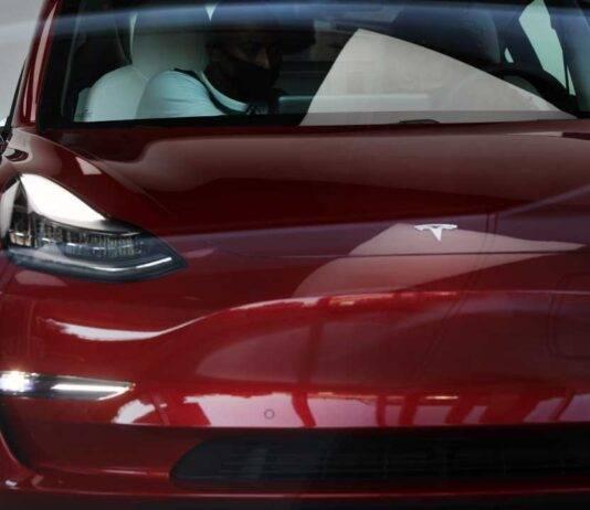 Tesla, un super impianto di ricarica in California: il progetto di Musk
