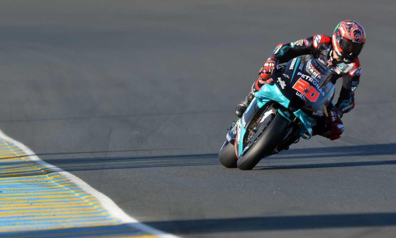 Moto: Francia; pole Quartararo, solo decimo Rossi