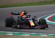 Max Verstappen è stato costretto al ritiro quando era secondo a 12 giri dalla fine a Imola. La Formula 1 pubblica il video della foratura da un'angolazione inedita