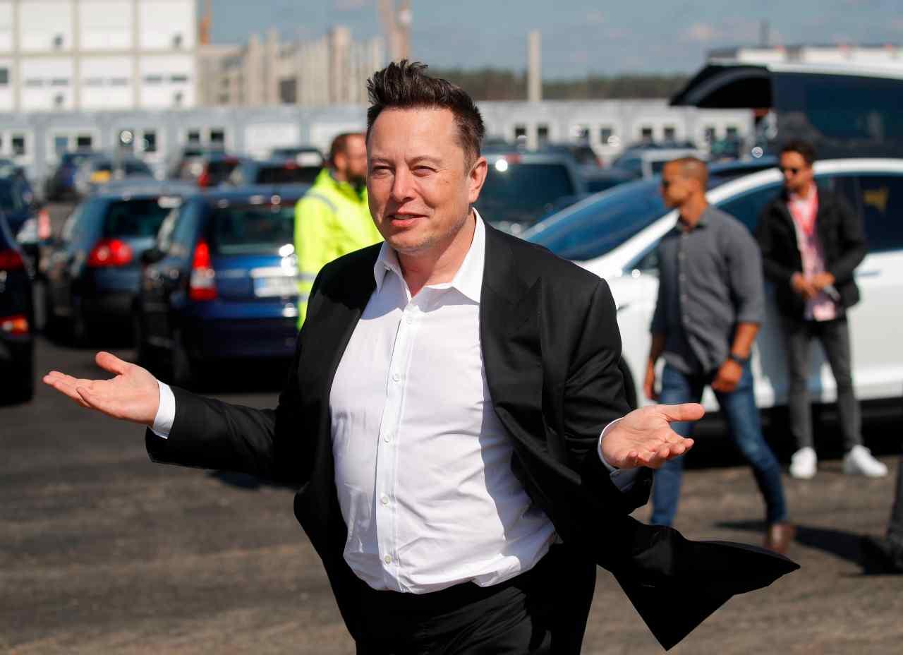 Tesla, Musk annuncia la sua Tequila: iniziò tutto con un pesce d'Aprile