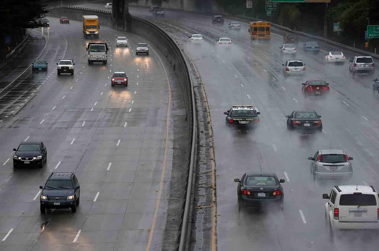 USA, schianto tra aereo e SUV in autostrada: la dinamica