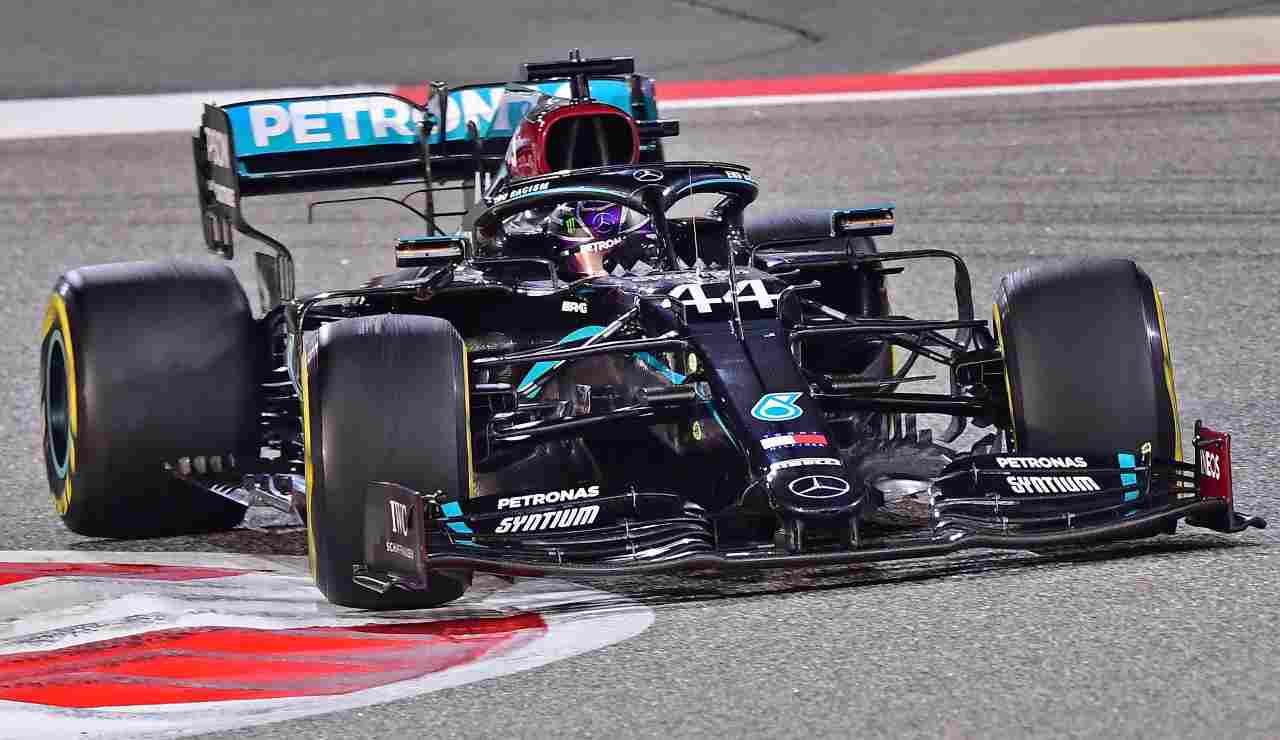 Altro dominio di Lewis, padrone in Bahrain