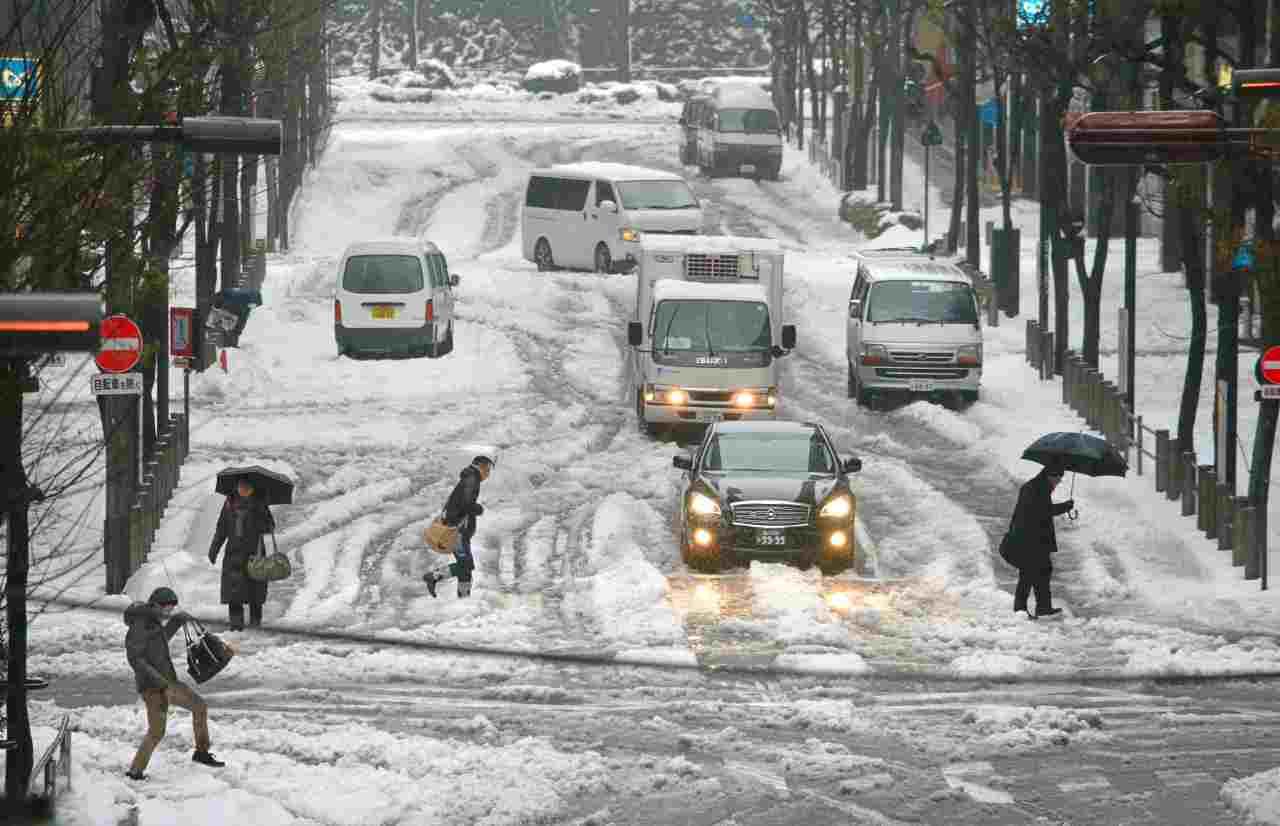 Strada neve Giappone