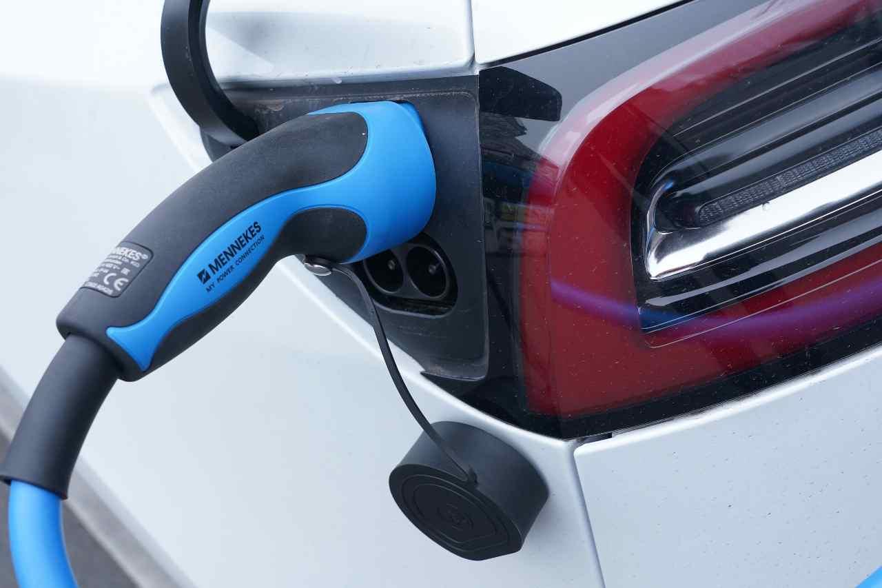 Auto elettriche, la distribuzione delle colonnine di ricarica