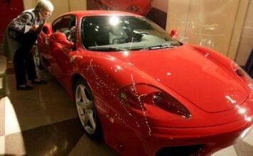 Ferrari 360 Modena pagata in Bitcoin, gli scenari (foto Getty)