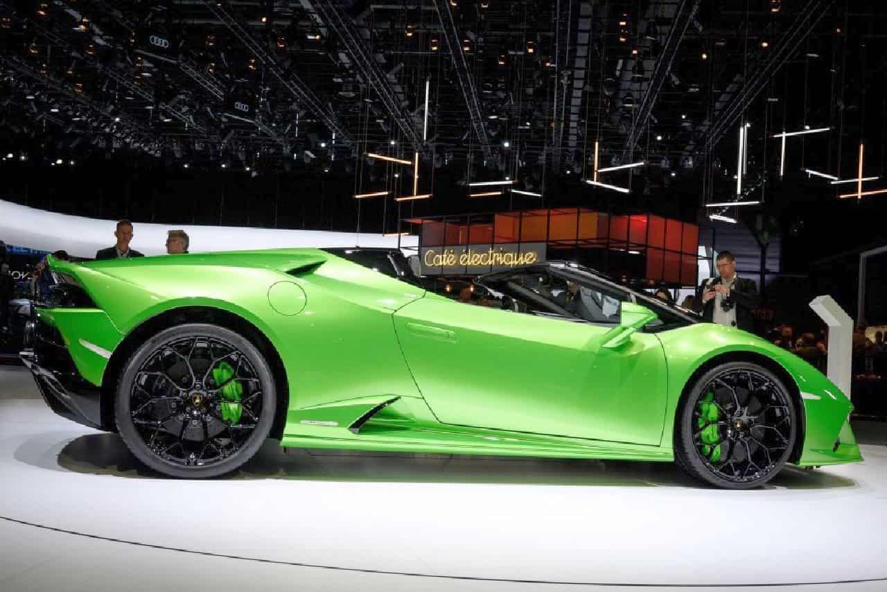 Lamborghini Huracan Spyder si schianta: bolide distrutto e due feriti gravi