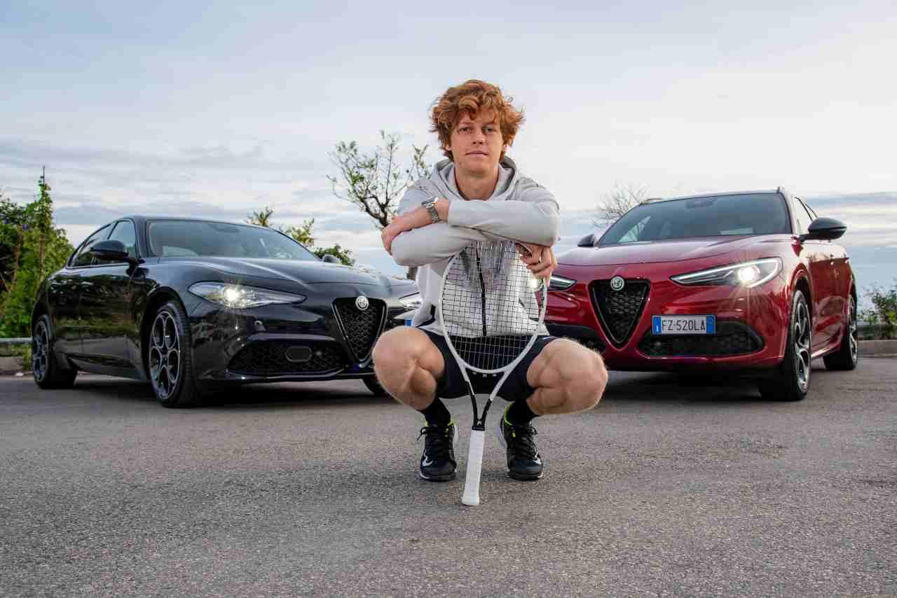 Jannik Sinner, il tennista azzurro vince a Melbourne: l'Alfa Romeo lo celebra