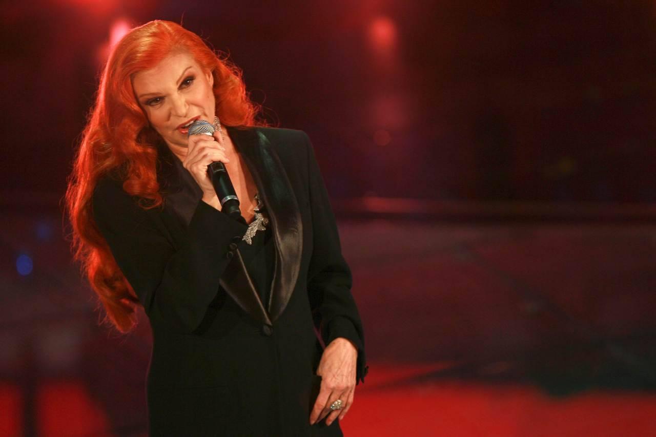 """Auto e nostalgia al Festival di Sanremo: Milva esegue """"The show must go on"""" (foto Getty)"""