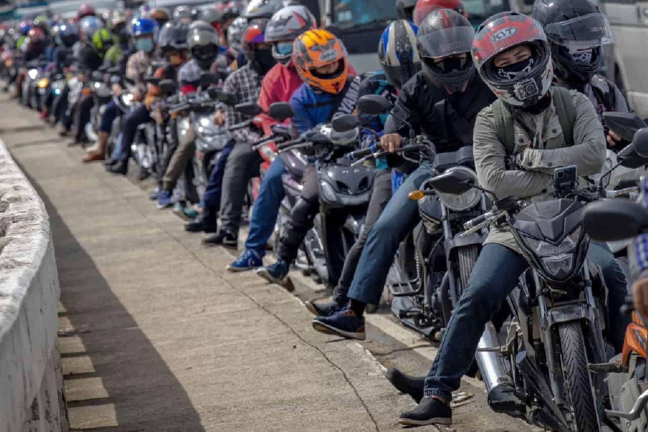 Moto, maxi incidente in action camera a 200 km/h - Video