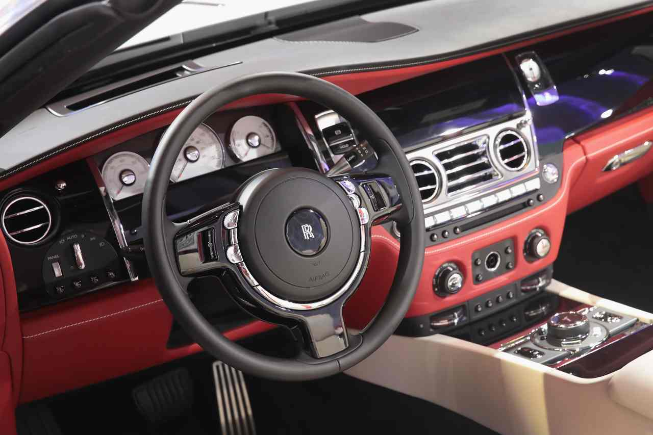 Mercedes, Rolls-Royce e Aston Martin nel garage di Kohli