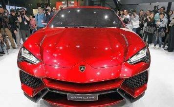 Lamborghini Urus salta sopra l'Aventador: il video è spettacolare