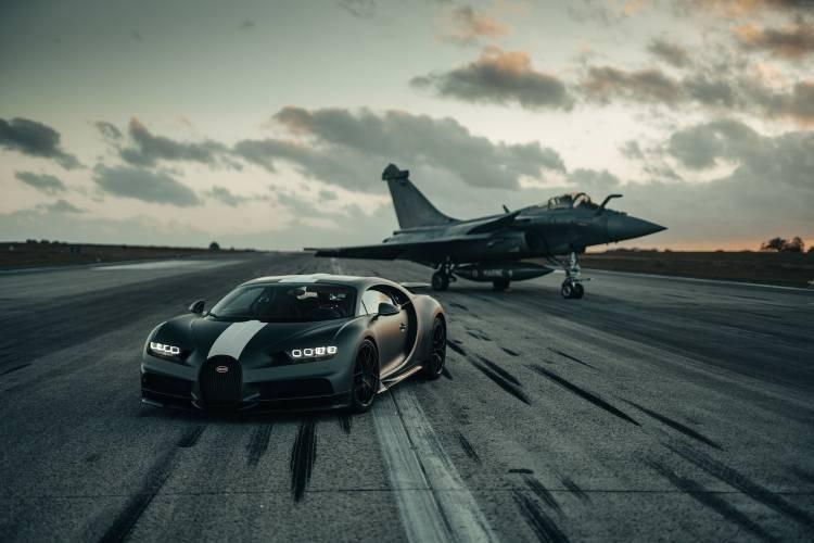 Bugatti Chiron Dassualt Rafale