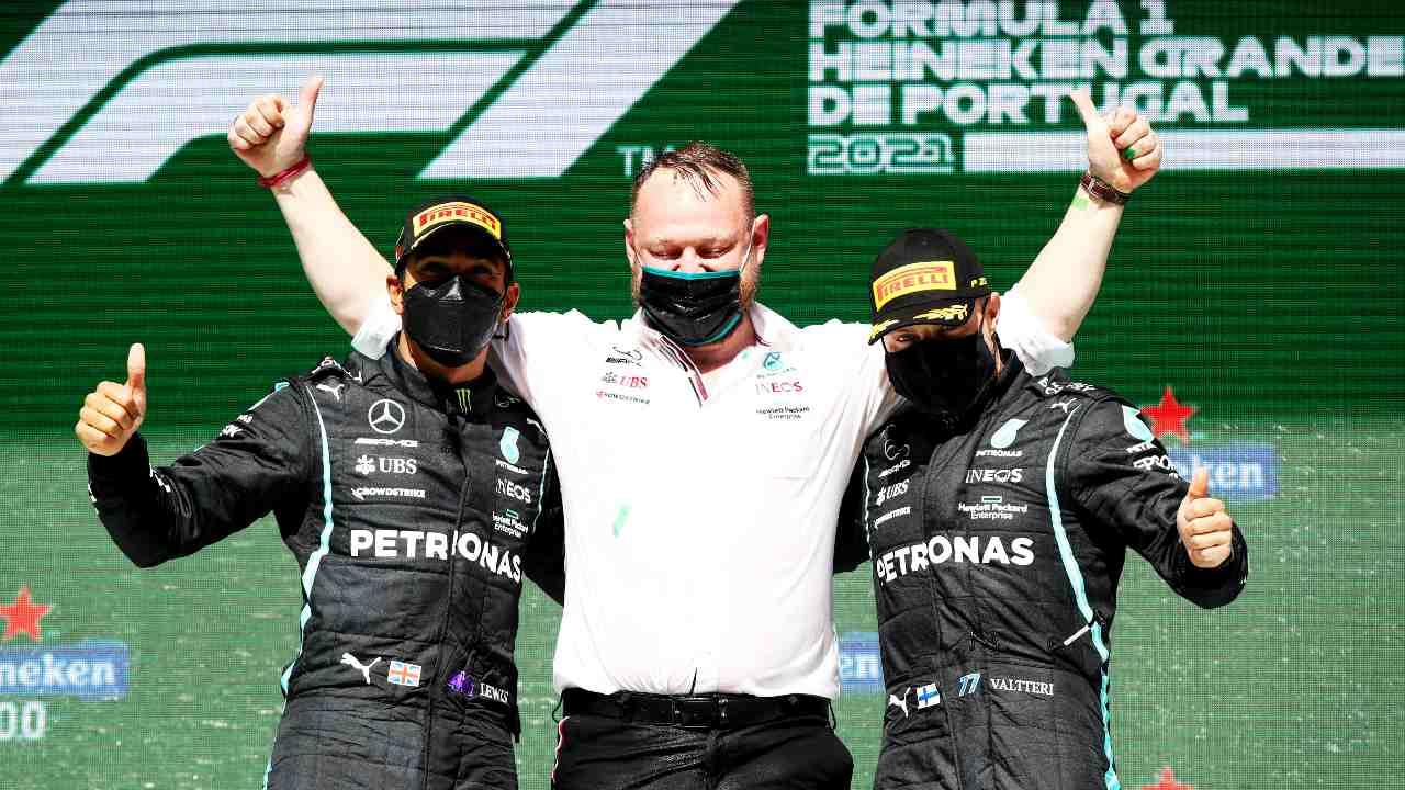 Hamilton con Bottas, podio Mercedes