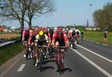 Giro d'Italia, ammiraglia investe il ciclista Pieter Serry. Il Video dell'incidente