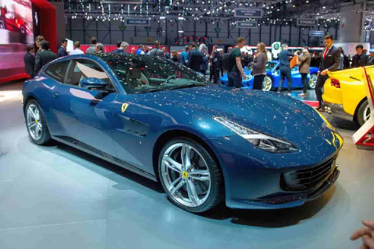 Ferrari e Porsche distrutte dopo un litigio: moglie si vendica così col marito
