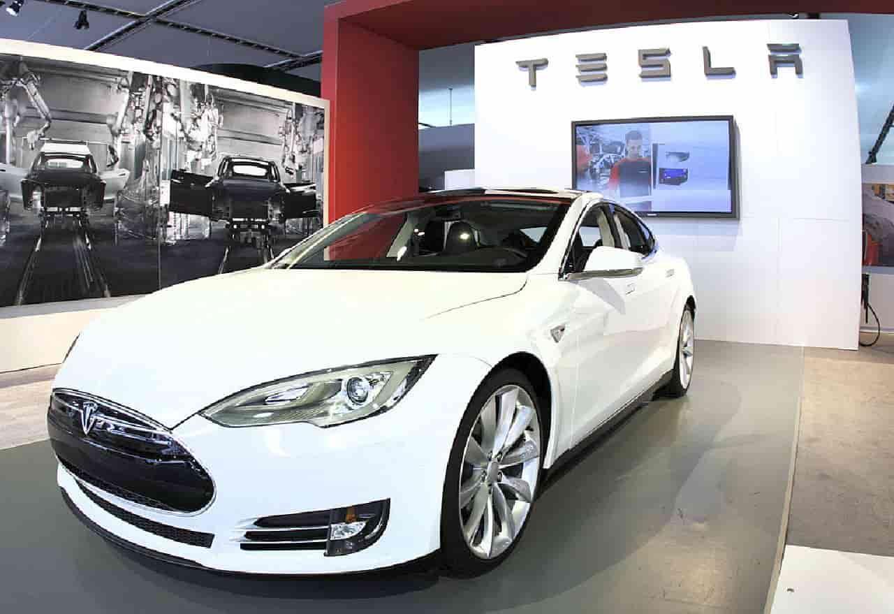 Auto Elettriche, Tesla Model S Plaid velocissima: record sul Nurburgring