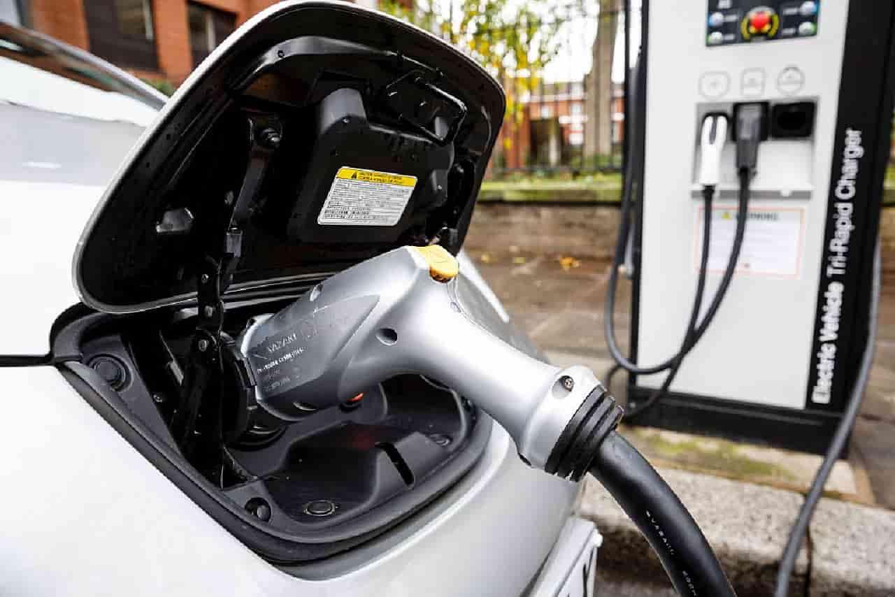 Auto Elettriche, oggi ripartono gli incentivi: le novità sull'Ecobonus